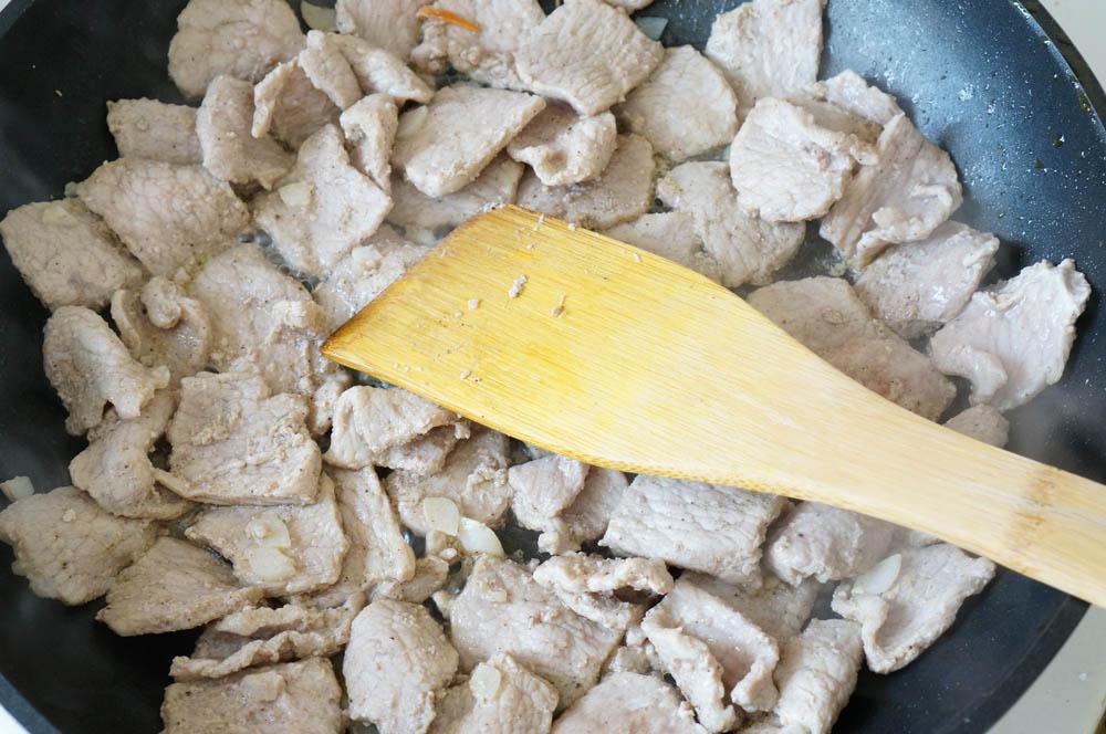 17 Carne de porc in sos dulce-acrisor