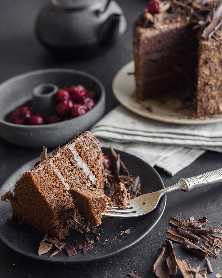 24 Tort de ciocolata cu caise si ganas