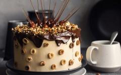 Tort cu alune si caramela