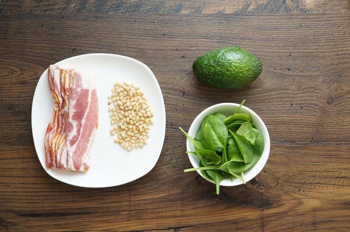 1 Salată cu avocado și bacon