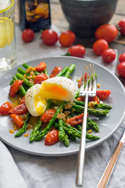 10 Salată Caldă cu Sparanghel
