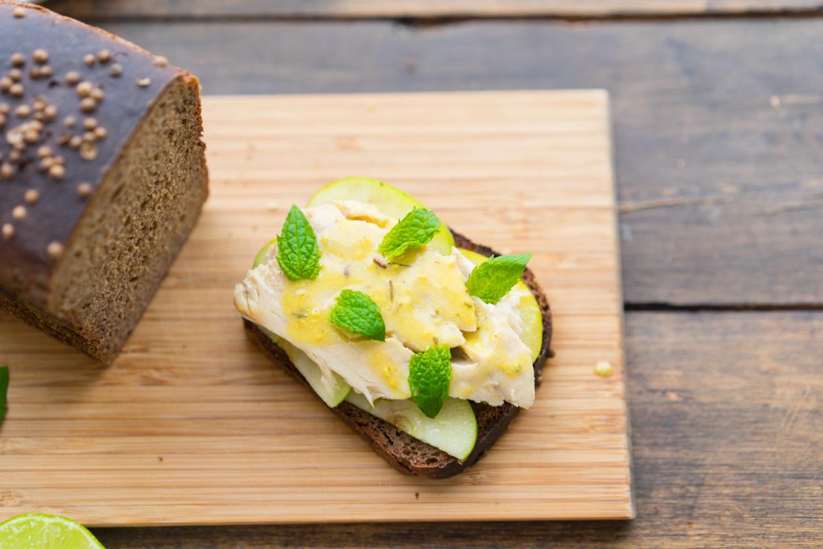 10 Toast cu macrou si mere