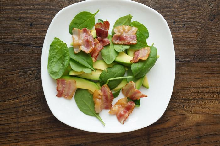 12 Salată cu avocado și bacon