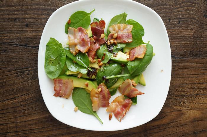 13 Salată cu avocado și bacon