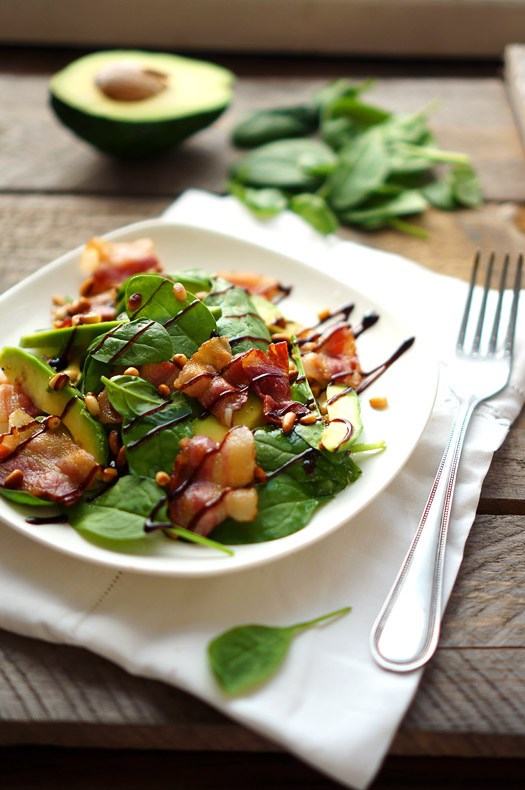 14 Salată cu avocado și bacon