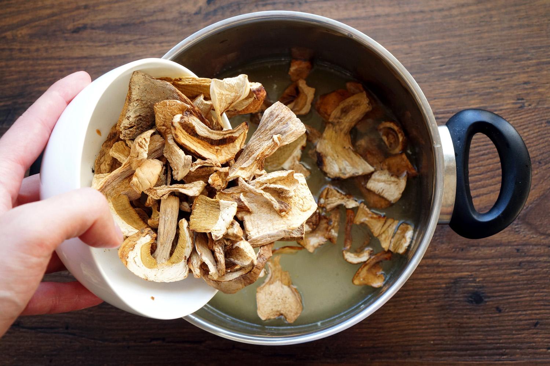 2 Supă cremă de ciuperci cu smântână dulce