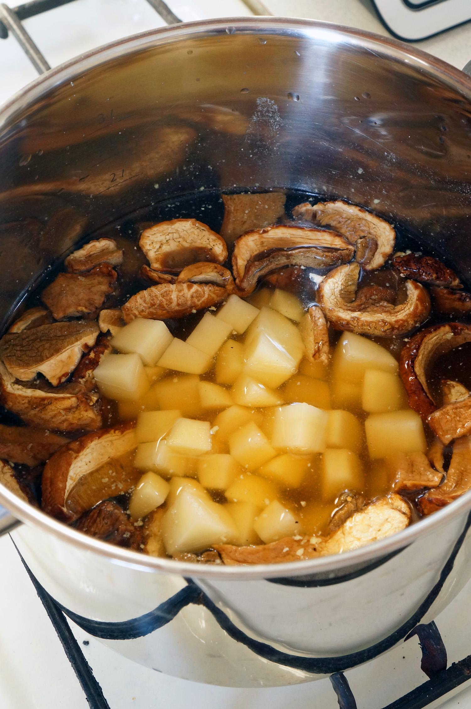 5 Supă cremă de ciuperci cu smântână dulce