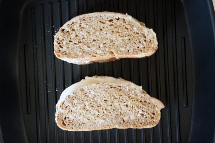 6 Sandwich cu piersici si ricotta