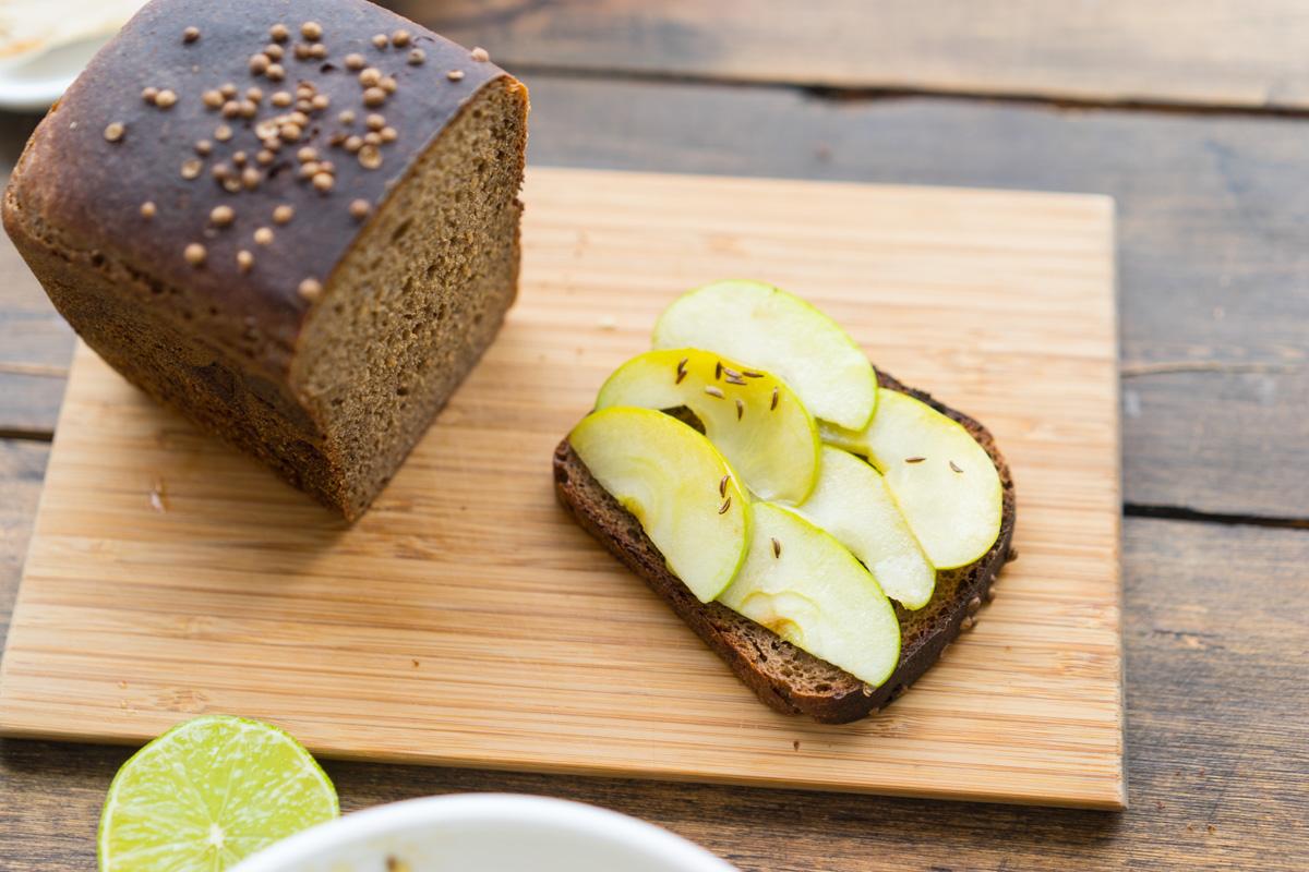 8 Toast cu macrou si mere