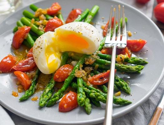 Salata calda cu sparanghel