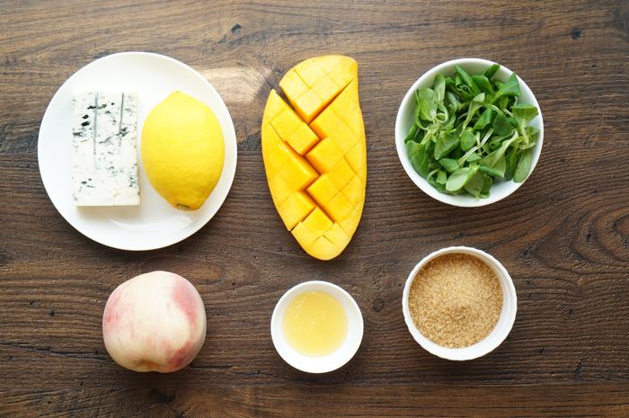 1 Salată cu piersici și brânză cu mucegai