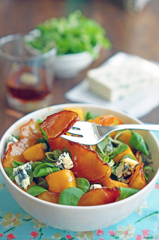 12 Salată cu piersici și brânză cu mucegai