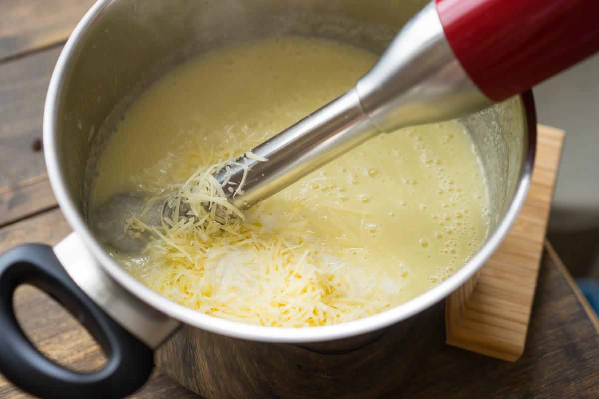 12 Supa crema de conopida si pesmeti cu mustar