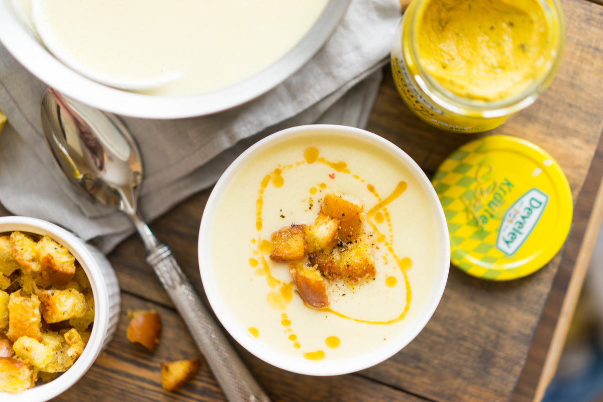 13 Supa crema de conopida si pesmeti cu mustar