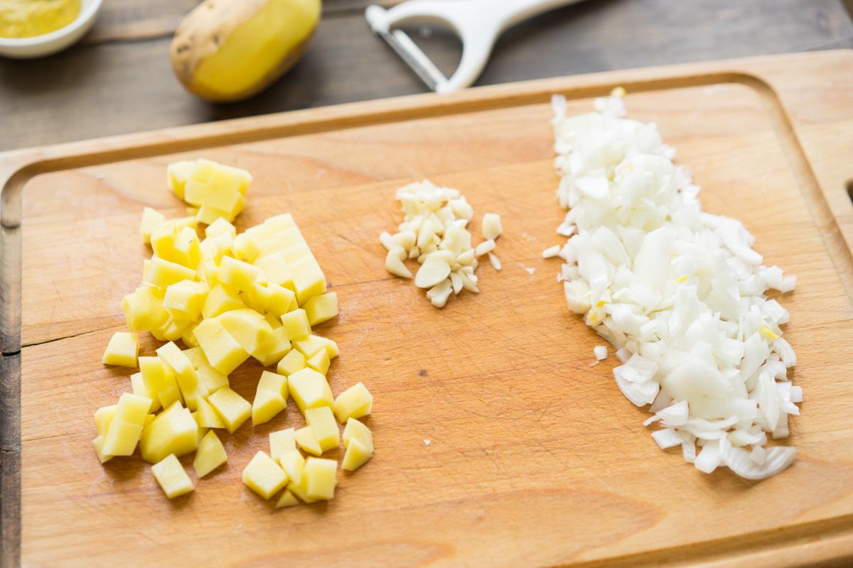 2 Supa crema de conopida si pesmeti cu mustar
