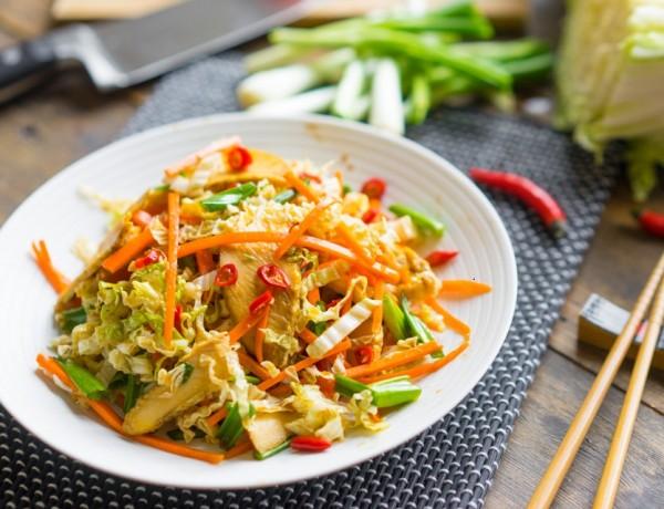 Salată asiatică cu pui