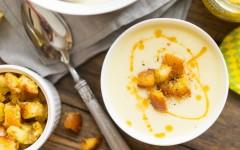 Supa crema de conopida si pesmeti cu mustar