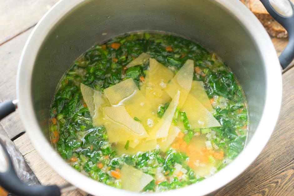 12 Supa cu spanac si paste