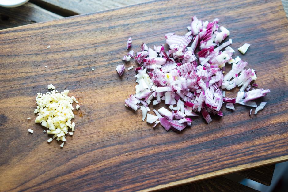 4 Carne de porc glazurata cu salata de porumb