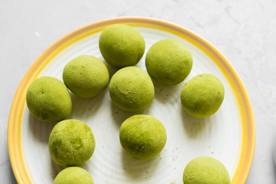 16 Truffles cu ceai japonez Matcha si lemongrass