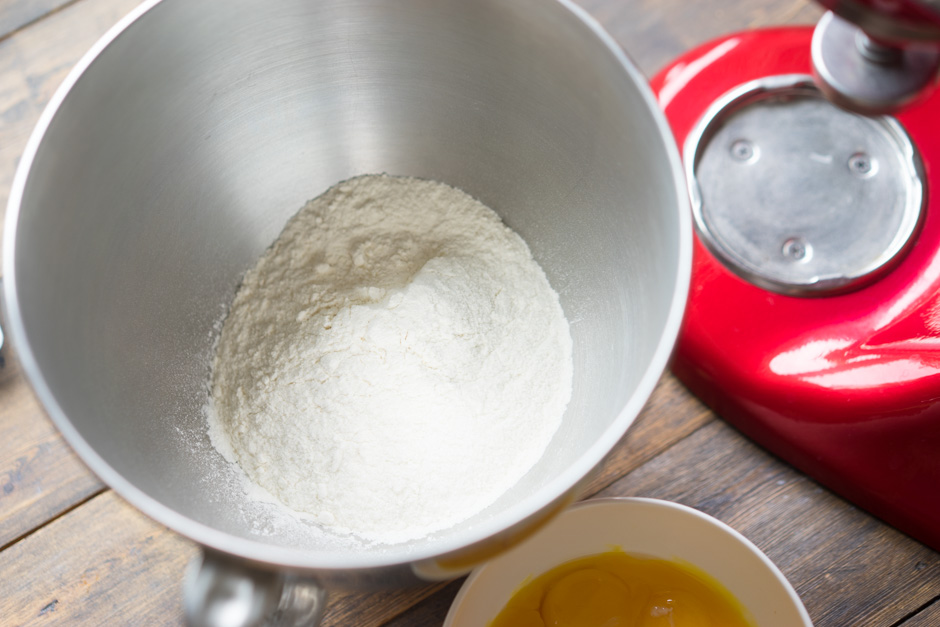 3 Aluat pentru paste din galbenus de ou