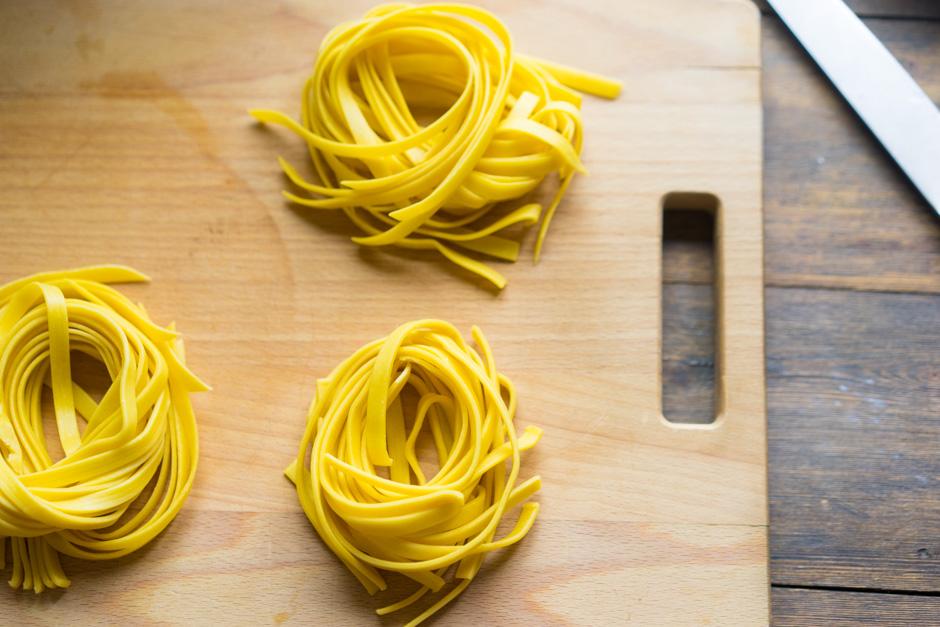 9 Aluat pentru paste din galbenus de ou