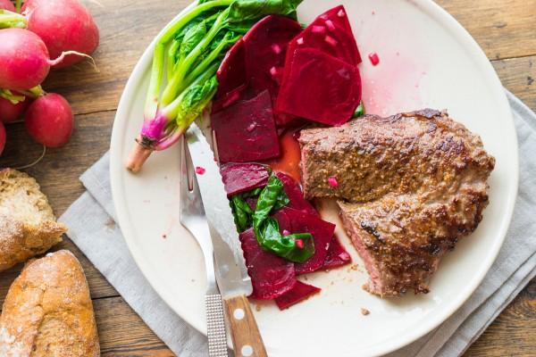 Steak cu sfecla marinata