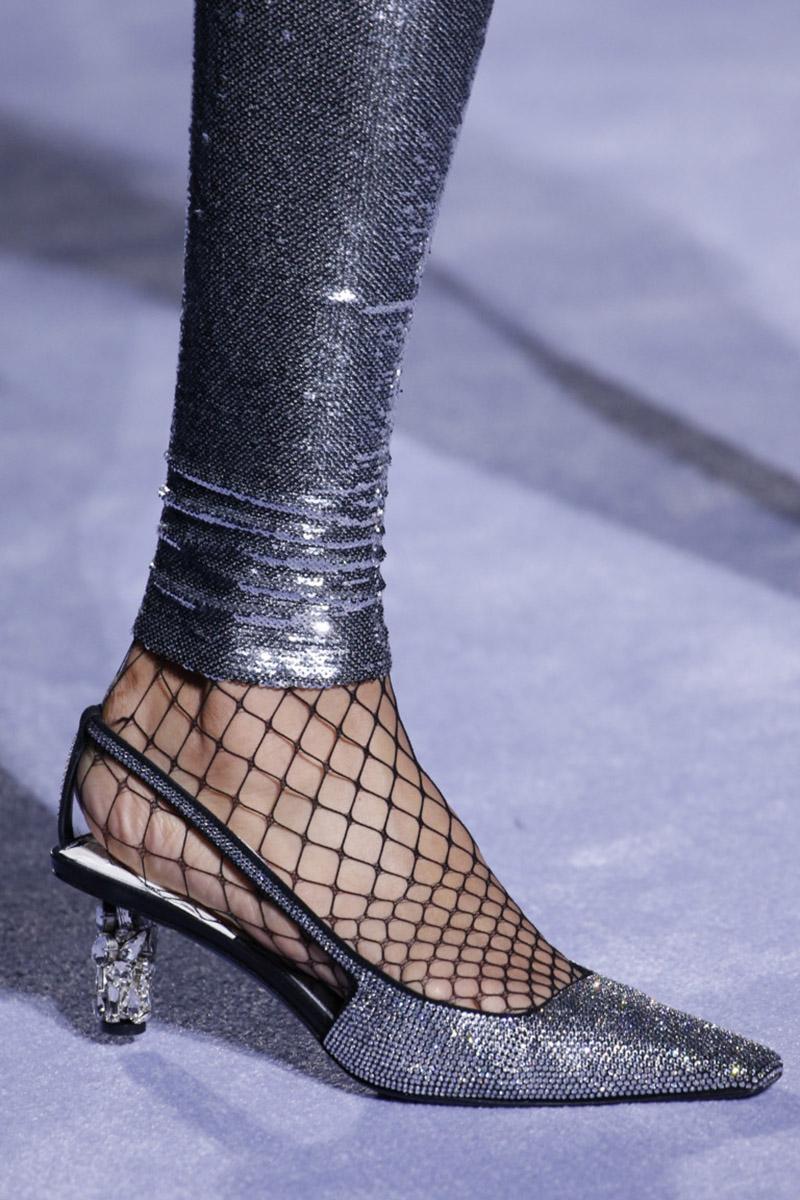 Pantofi argintii de seara 2019