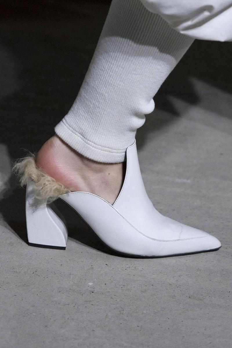 Pantofi femei cu blana culoare alba