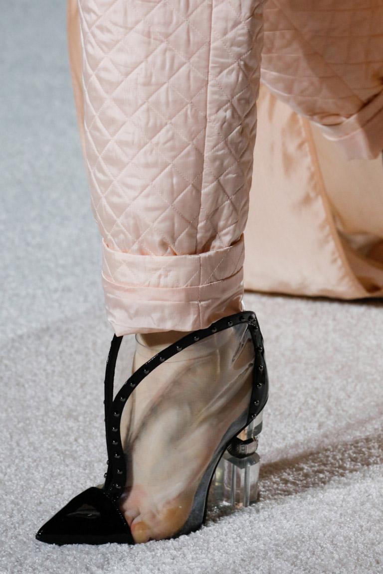 Incaltaminte transparenta la moda in 2019