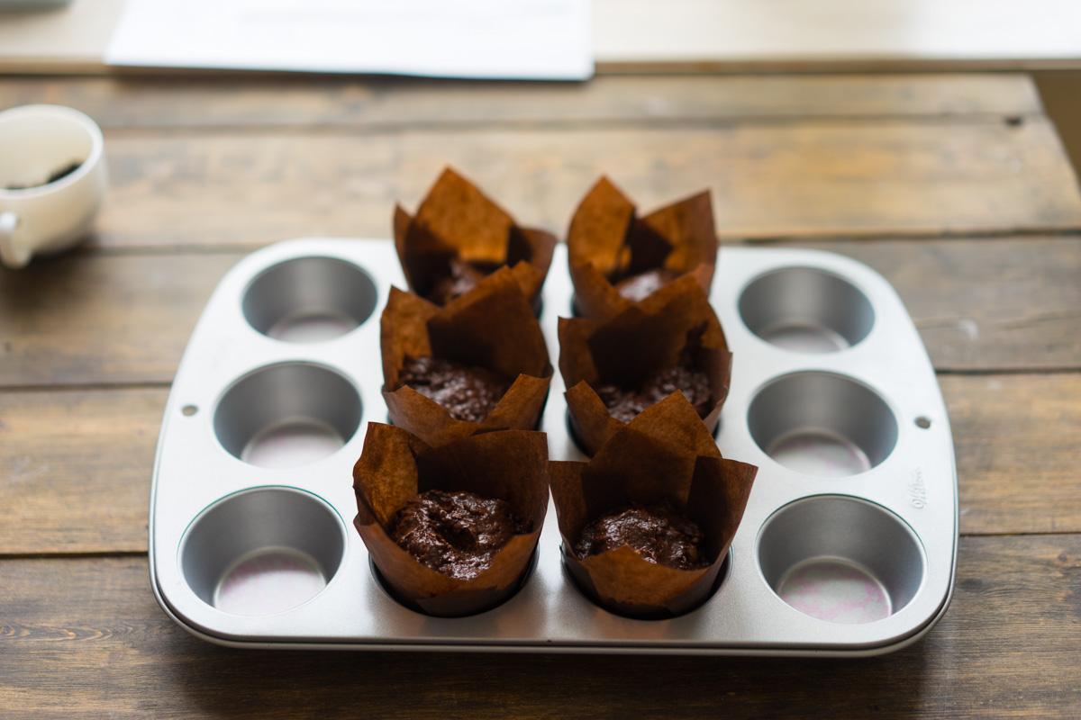 Briose de ciocolata cu surpriza de banane