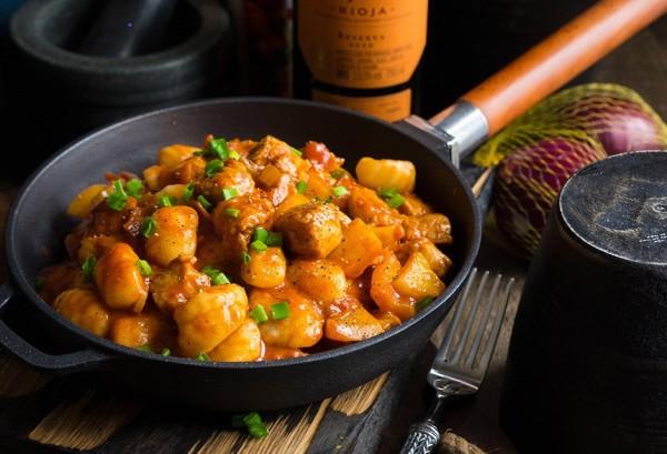 Papricas de carne cu gnocchi