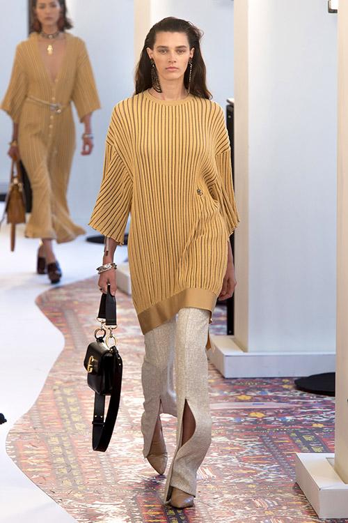 Pantaloni cu despicatura tendinta anului 2019