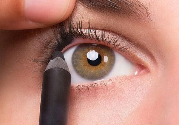 Greseli cand aplici un eyeliner