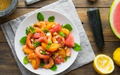 Salată cu pepene verde și usturoi