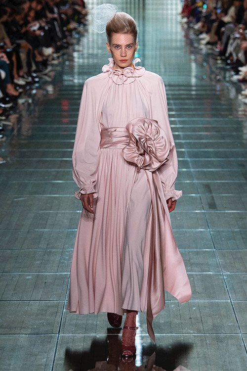 Roz pastelat culoare la moda in 2019