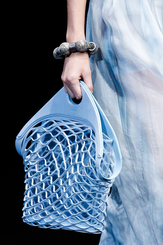 Geanta plasa la moda 2019